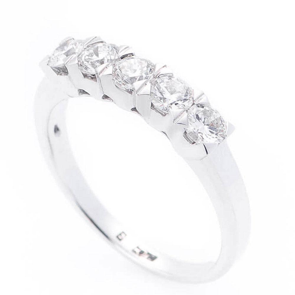 Женское кольцо Оникс из белого золота
