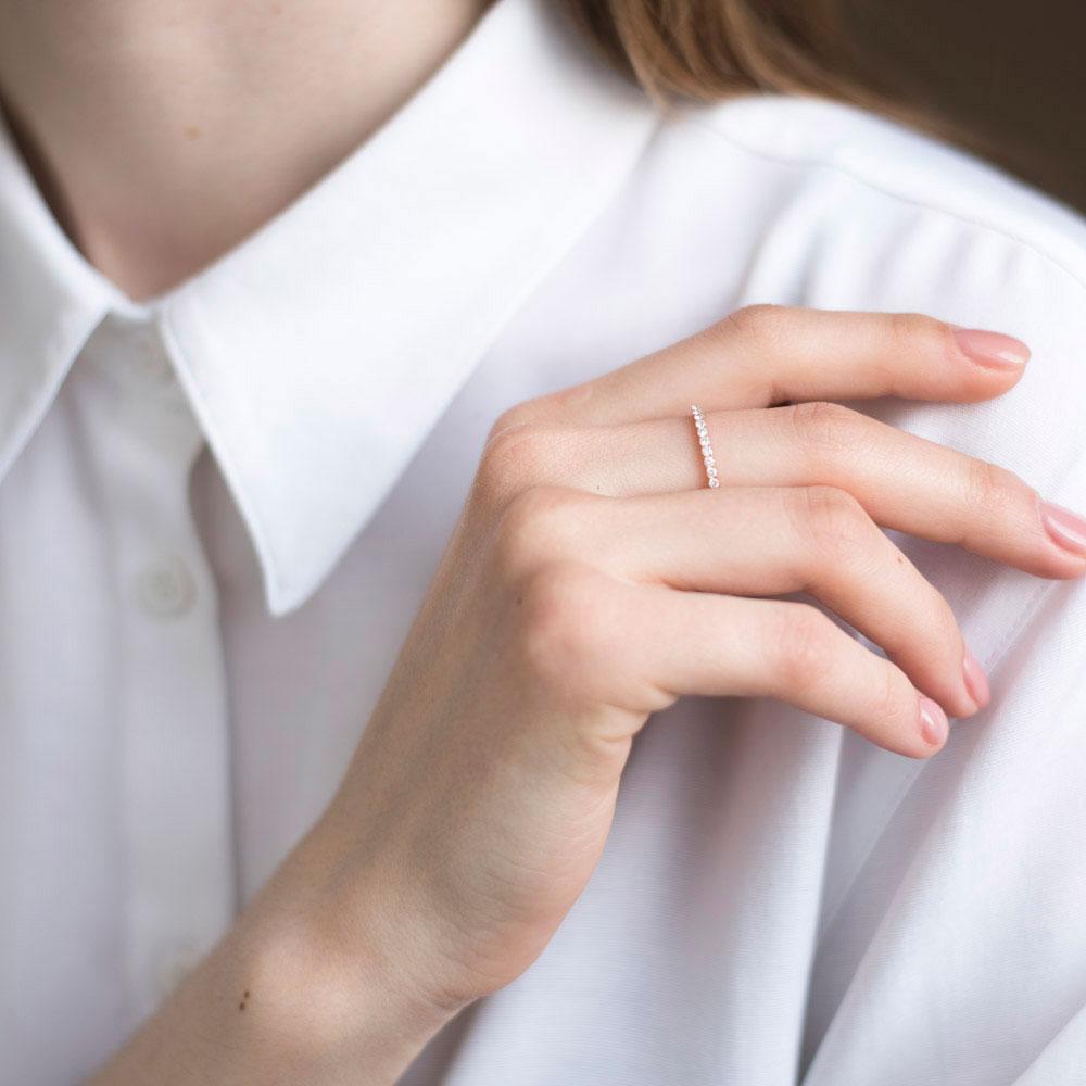 Кольцо тонкое Оникс с белыми бриллиантами