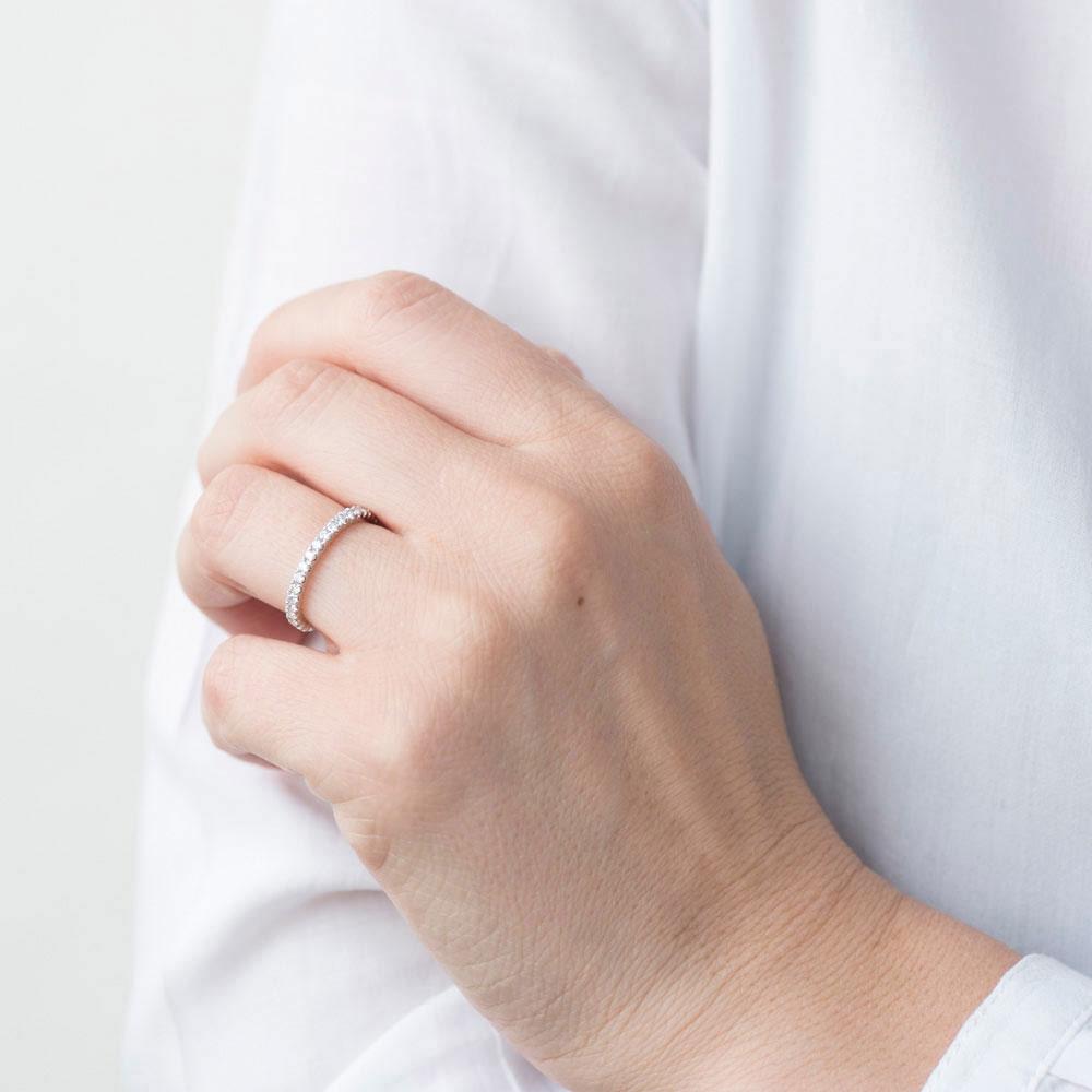 Тонкое кольцо Оникс с белыми бриллиантами