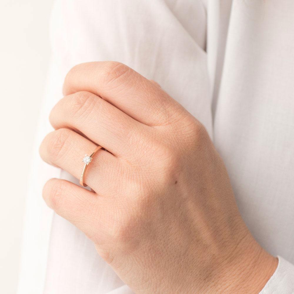 Кольцо помолвочное Оникс с белым бриллиантом