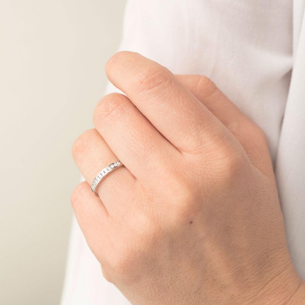 Женское кольцо Оникс из золота с белыми бриллиантами