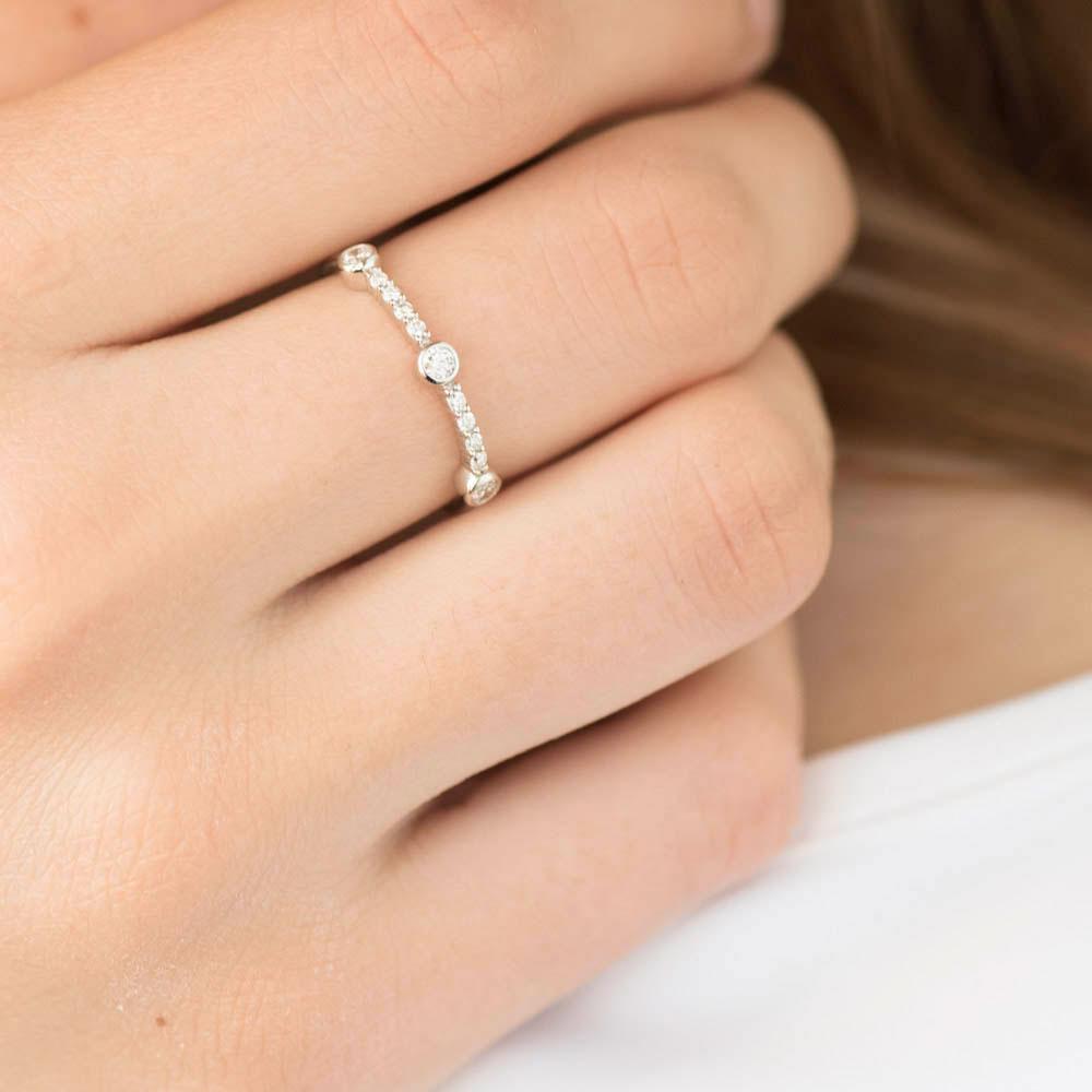 Тонкое кольцо Оникс из белого золота