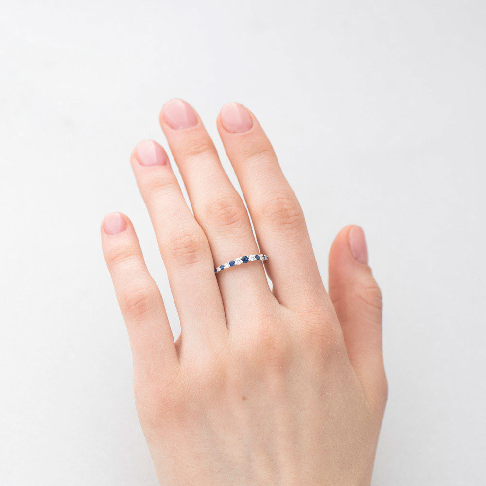 Женское золотое кольцо Оникс с сапфирами и бриллиантами
