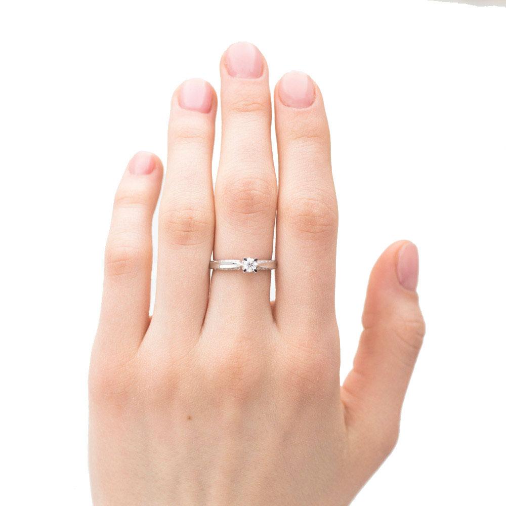 Кольцо из белого золота Оникс с белыми бриллиантами