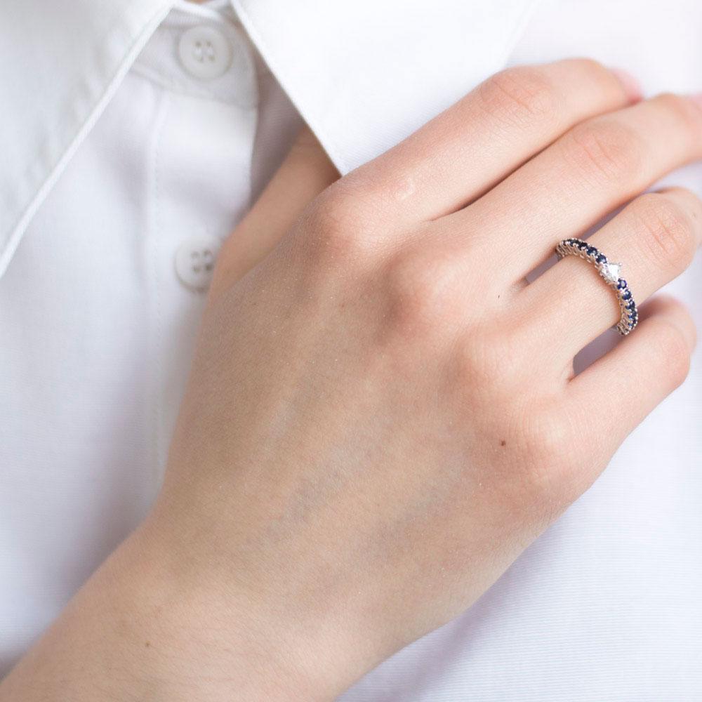 Тонкое кольцо Оникс с бриллиантом в форме сердца