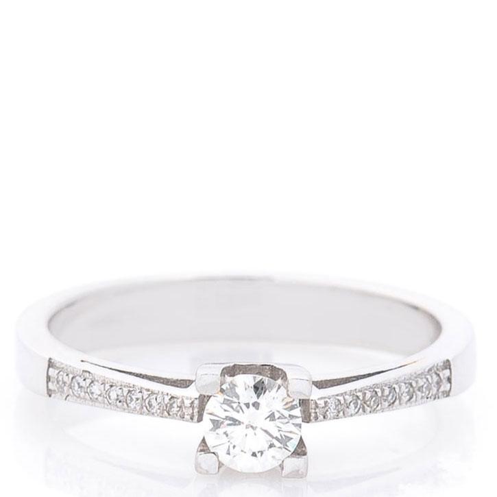 Женское золотое кольцо с бриллиантами