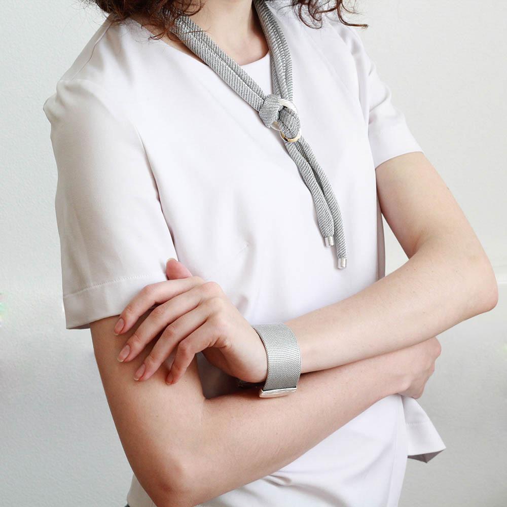 Широкий браслет Elisabeth Landeloos серебристого цвета