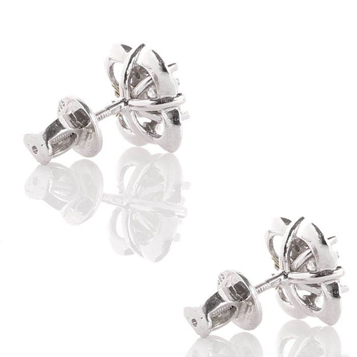 Серьги в виде маленьких цветочков из белого золота с бриллиантами