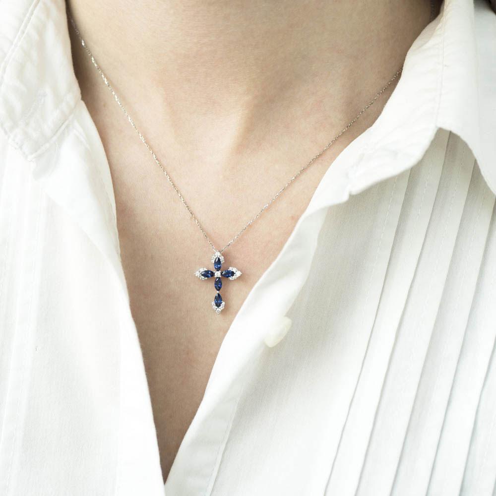Золотой крестик Оникс с бриллиантами и сапфирами