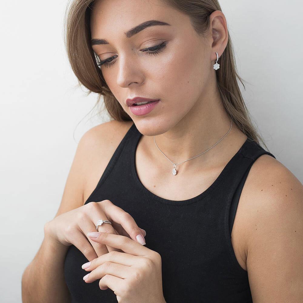 Подвеска-цветок Оникс с бриллиантами