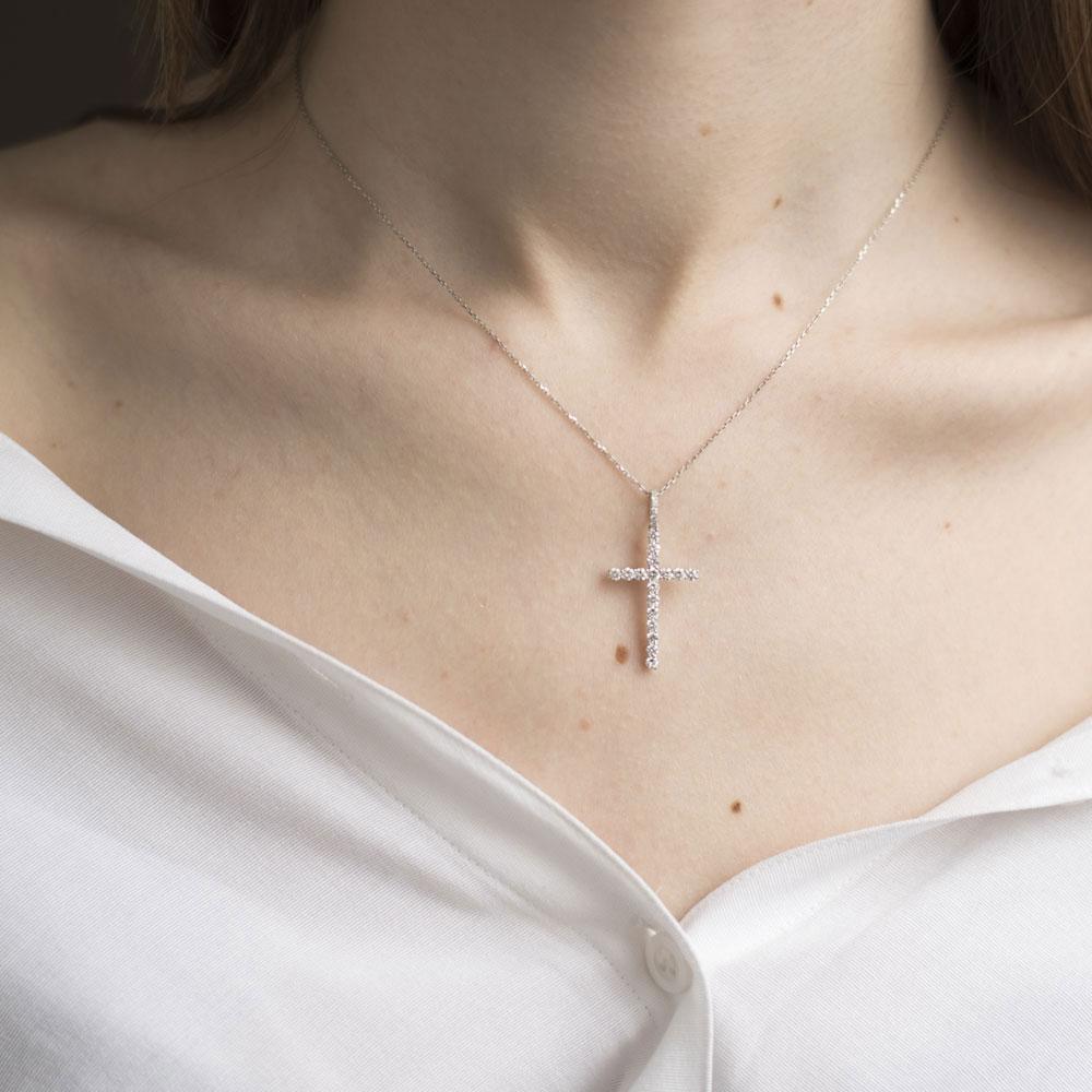 Тонкий крестик Оникс с бриллиантами