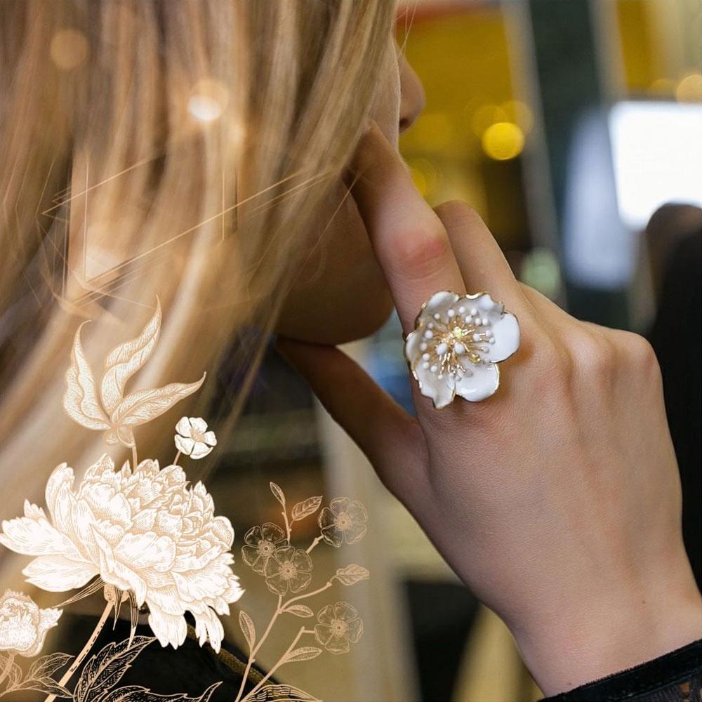 Кольцо Roberto Bravo White Dreams золотое в виде большого цветка с бриллиантом и сапфиром
