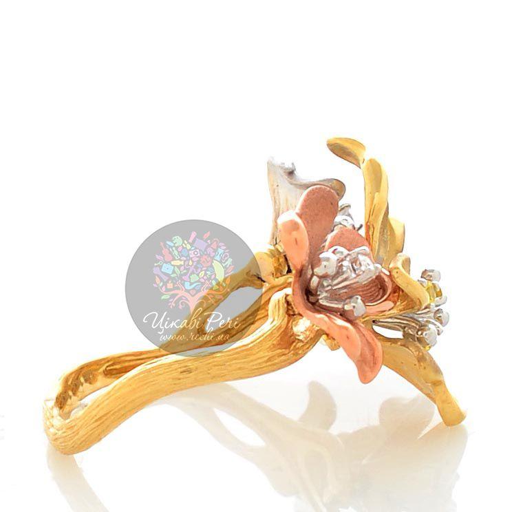 Кольцо Roberto Bravo Karina с цветами из белого желтого и розового золота с бриллиантом и сапфирами
