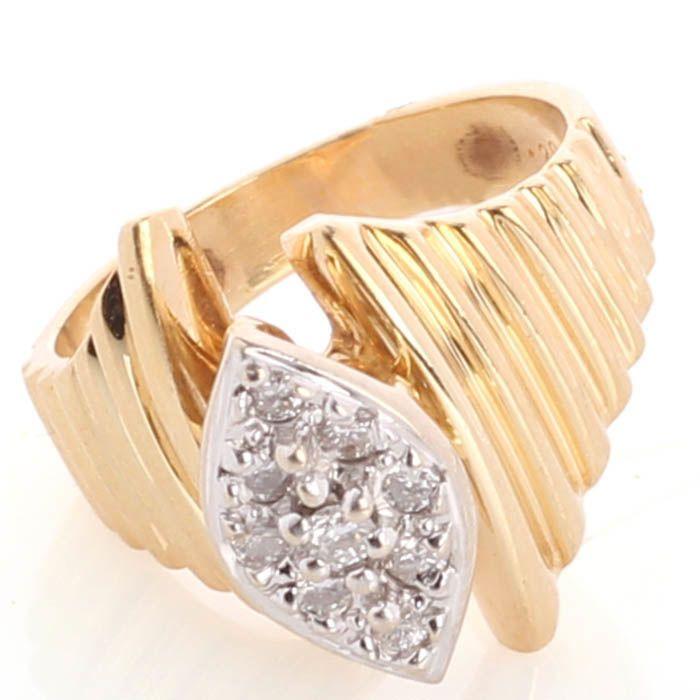 Кольцо в форме ромба с бриллиантами из желтого золота