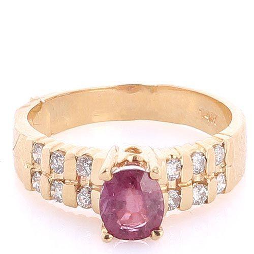 Кольцо с рубином и бриллиантами в желтом золоте