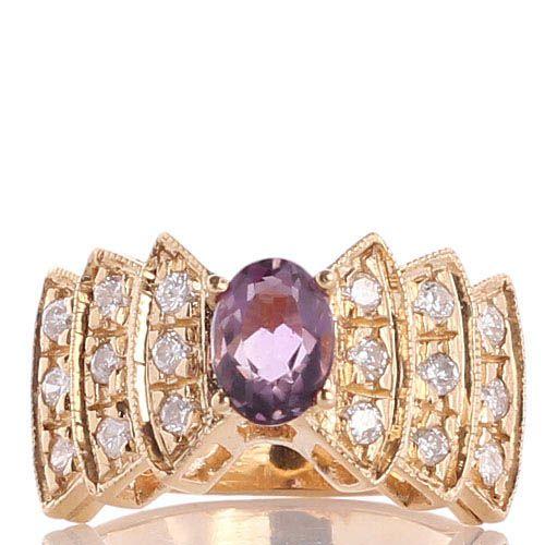 Перстень с крупным аметистом фиолетового цвета и бриллиантами