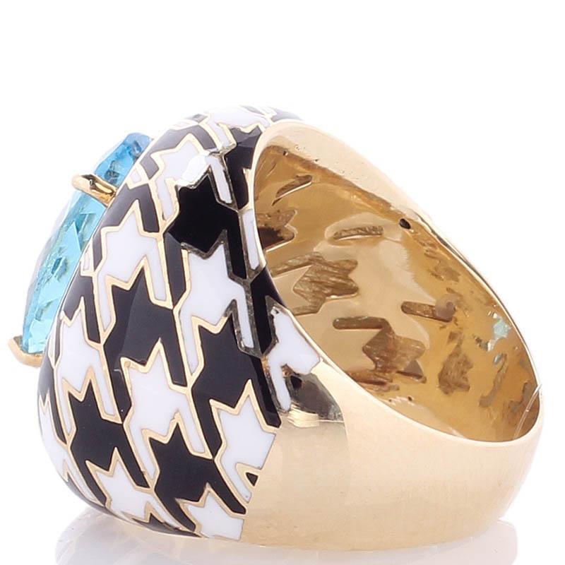 Золотой перстень Roberto Bravo Pied De Poule с орнаментом и большим топазом в центре