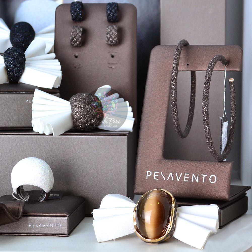 Большие позолоченные серьги-кольца Pesavento в темно-коричневой карбоновой крошке