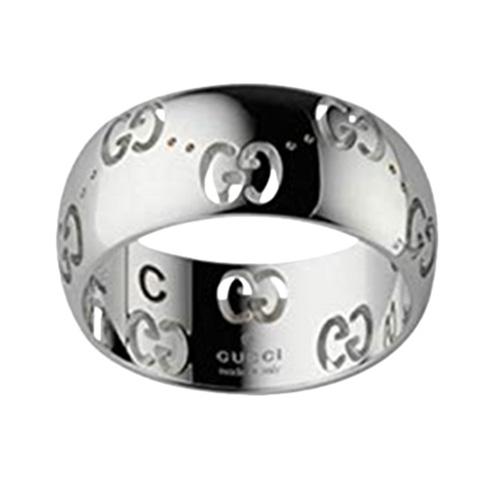 Широкое кольцо Gucci Icon из белого золота с фирменным тиснением