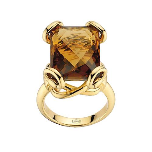 Коктейльное кольцо Gucci Horsebit из желтого золота с крупным коньячным кварцем