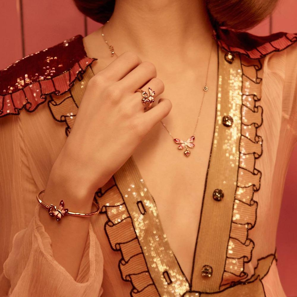 Золотое кольцо Gucci Flora с розовой бабочкой и подвеской-сердцем