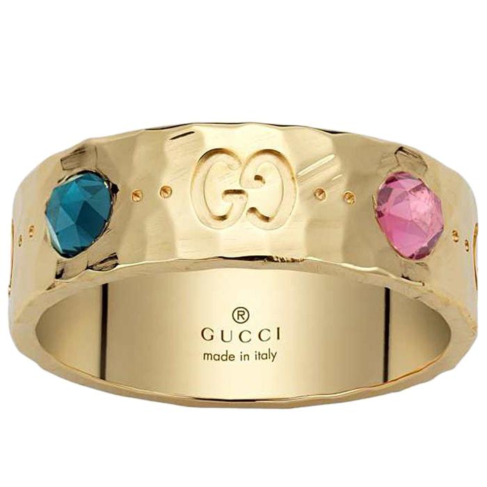 Широкое кольцо Gucci Icon с отчеканенной поверхностью и разноцветными камнями
