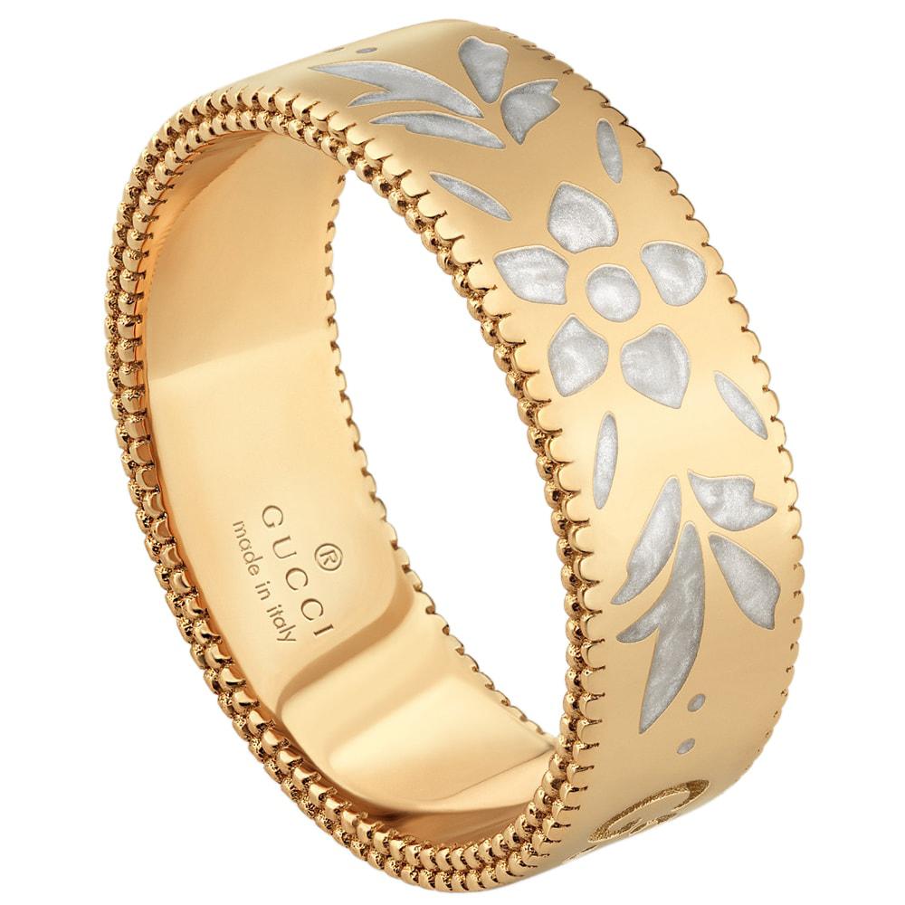 Широкое золотое кольцо Gucci Icon с цветочным узором из белой эмали