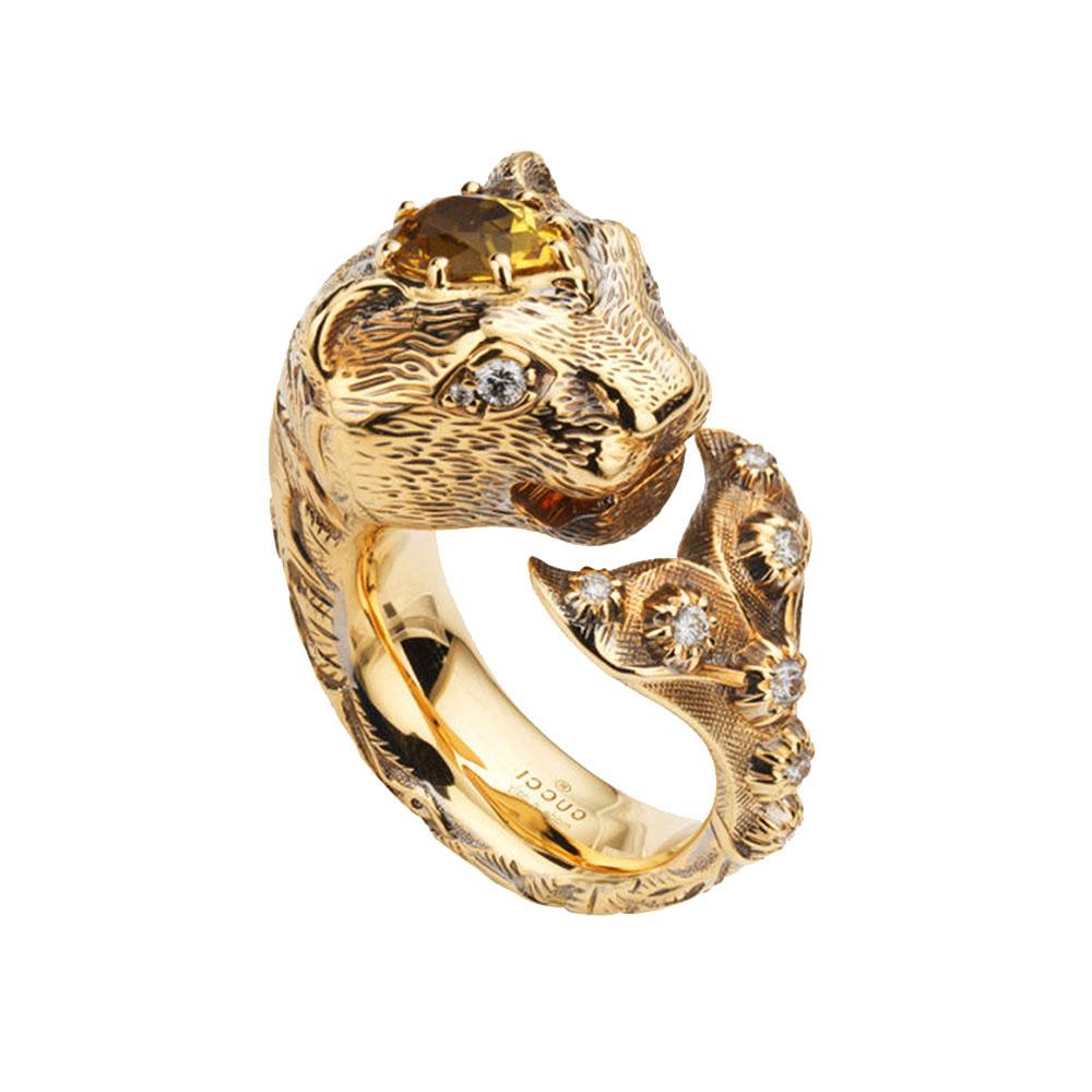 Золотое кольцо Gucci Le Marche des Merveilles в виде кошки с плавником и бериллом