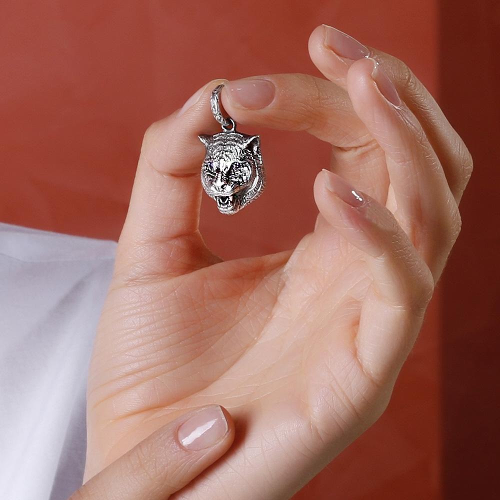 Серебряный кулон Gucci Charms в виде кошачьей головы с глазами-цирконами