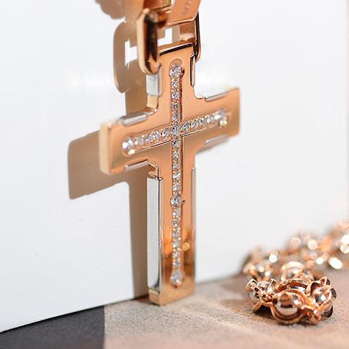 Крестик-подвес Baraka с белыми бриллиантами, фото