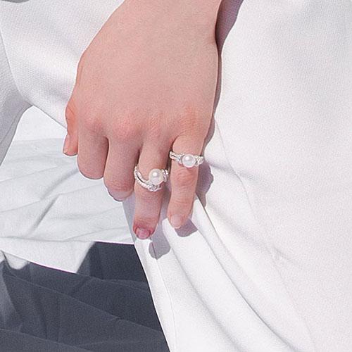 Серебряное кольцо с жемчужиной и цирконами APM Monaco, фото