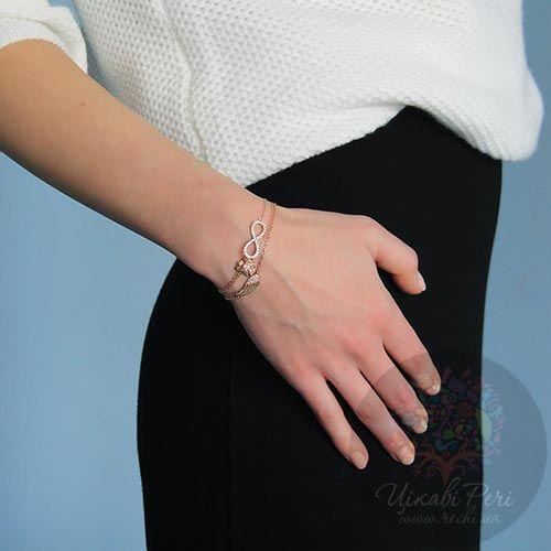 Браслет Jewels с покрытием из розового золота на тонкой цепочке с кулоном в виде знака бесконечности украшеного кристаллами, фото