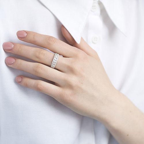Широкое кольцо с россыпью бриллиантов, фото