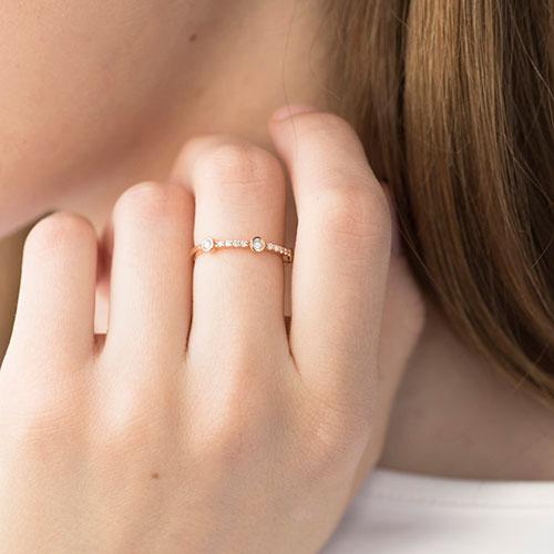 Кольцо из красного золота с белыми бриллиантами, фото