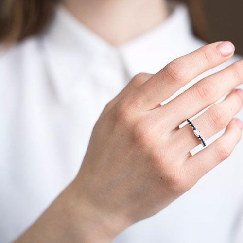 Тонкое кольцо Оникс с бриллиантом в форме сердца, фото
