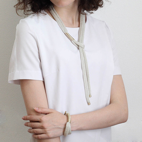 Колье Галстук Elisabeth Landeloos серебристого цвета, фото