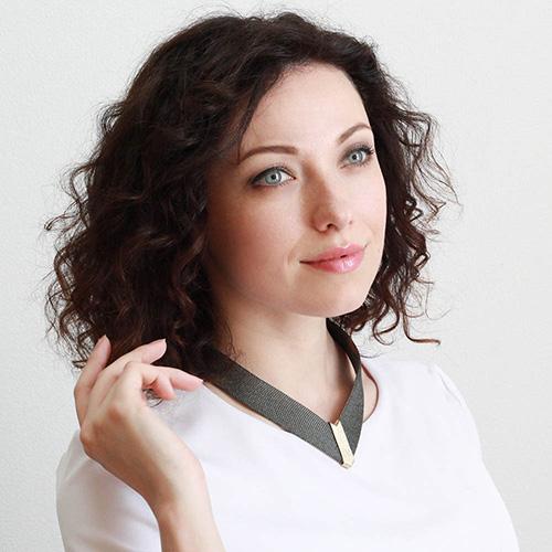 Колье черного цвета Elisabeth Landeloos с золотистыми элементами, фото