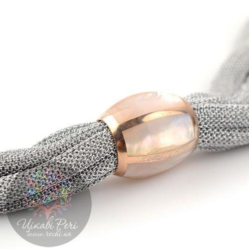 Колье Adami Martucci из нежной серебряной сетки с овальным перламутровым захватом, фото