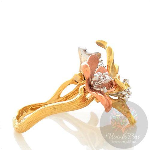 Кольцо Roberto Bravo Karina с цветами из белого желтого и розового золота с бриллиантом и сапфирами, фото