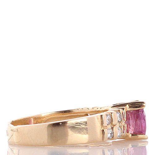 Кольцо с рубином и бриллиантами в желтом золоте, фото