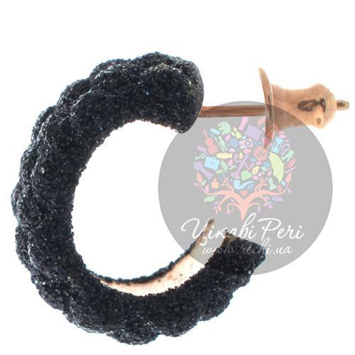 Серьги-пусеты Pesavento позолоченные с рельефным покрытием мерцающей черной карбоновой крошкой, фото