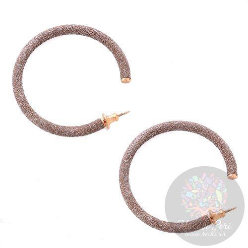 Большие позолоченные серьги-кольца Pesavento в темно-бежевой карбоновой крошке, фото