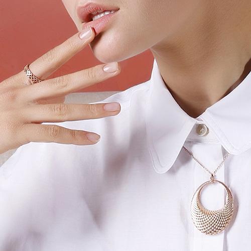Ожерелье Gucci Diamantissima из розового золота с подвеской овальной формы, фото