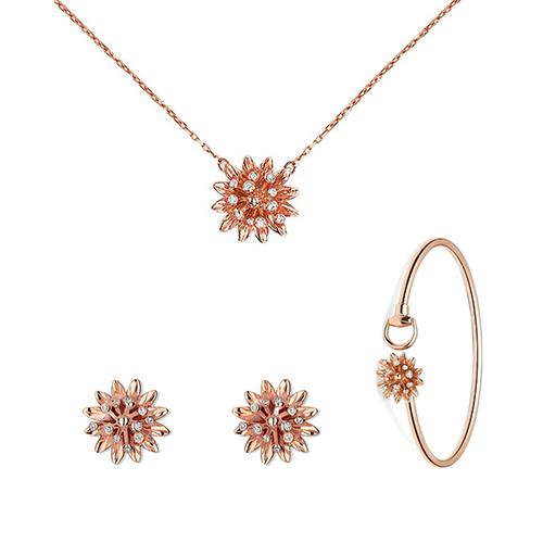 Тонкое кольцо Gucci Flora из розового золота с гравировкой и бриллиантами на цветке, фото