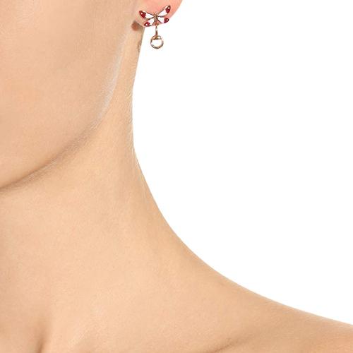 Серьги-гвоздики Gucci Flora из розового золота с рубином в форме цветка и бабочки, фото