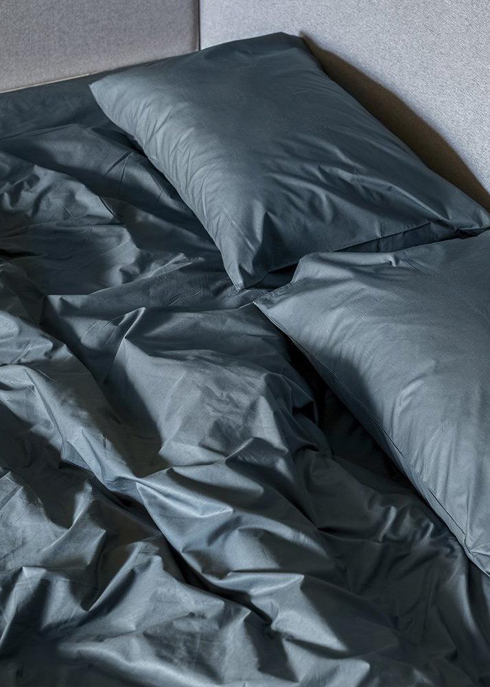 Комплект постельного белья Home me Глубина океана черного цвета с изумрудным оттенком