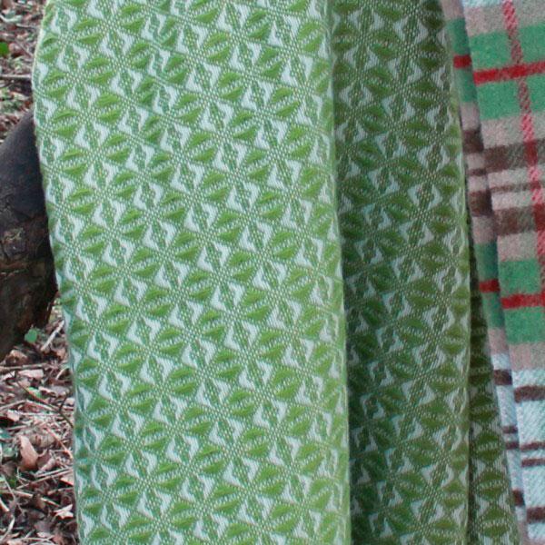 Плед Tweedmill Cob Weave оливкового цвета
