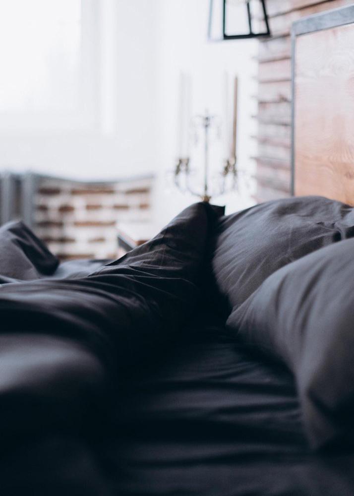 Комплект двуспального постельного белья Home me Таинственность встречи темно-серого цвета