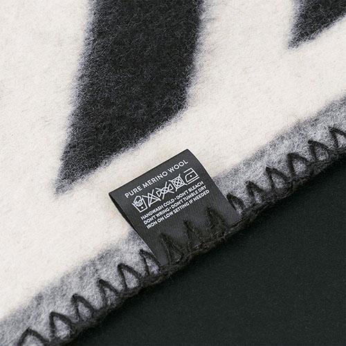 Плед Woolkrafts Kross двусторонний черно-белый с геометрическим орнаментом, фото