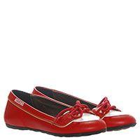 Туфли из лаковой кожи красного цвета на декоративной шнуровке Moschino с фирменным сердечком, фото